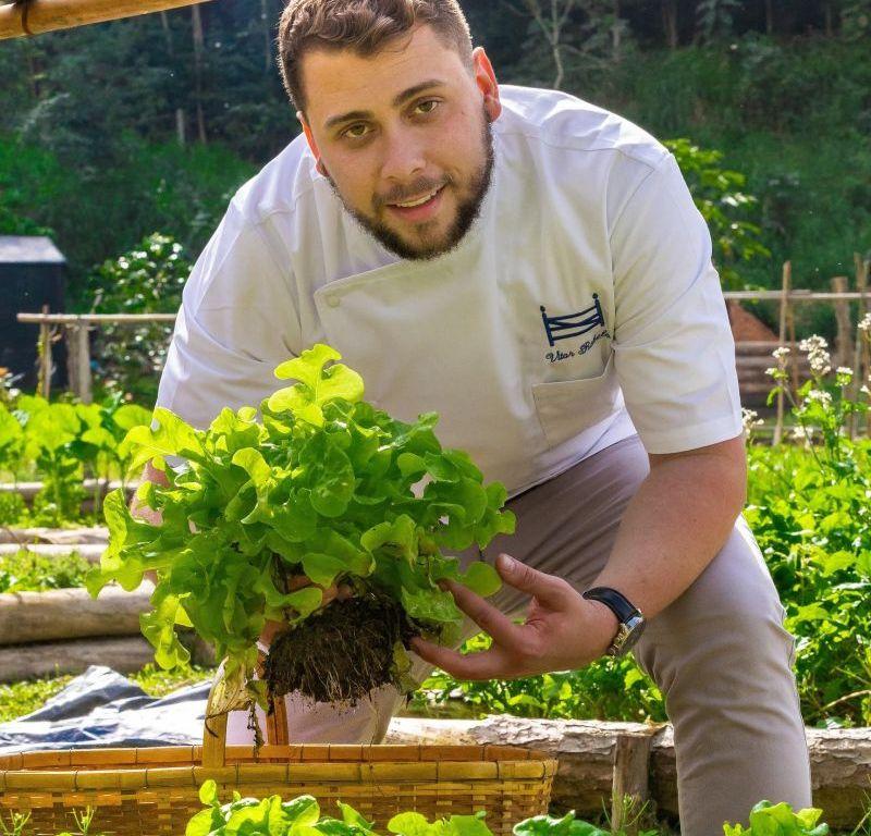 Chef Vitor Rabelo assume na Fazenda Santa Vitória (SP)