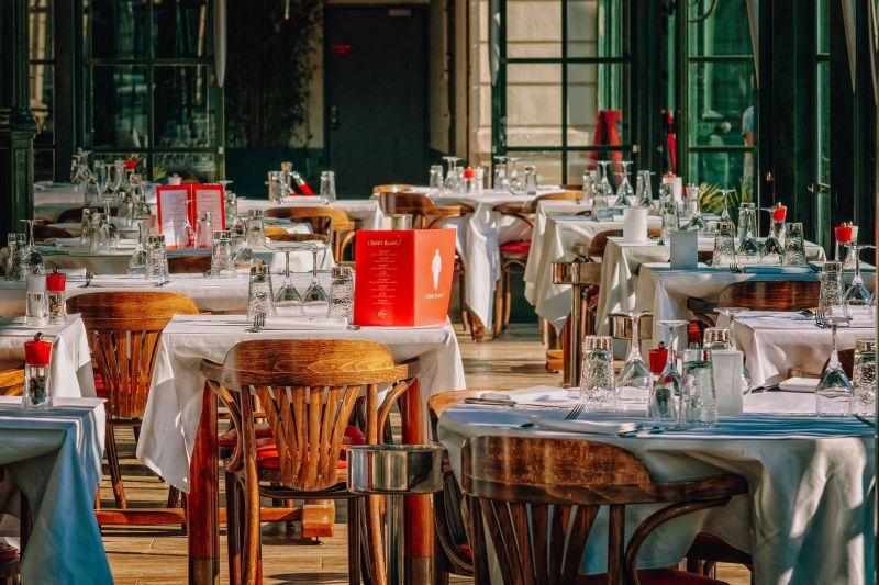 Fase amarela permite abertura de restaurantes até as 22h em SP
