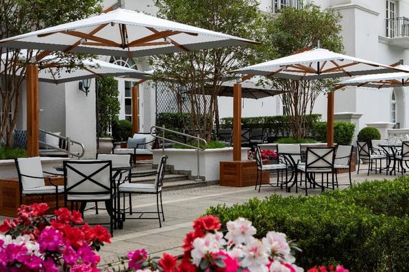 Novo restaurante do Palácio Tangará (SP) é ao ar livre