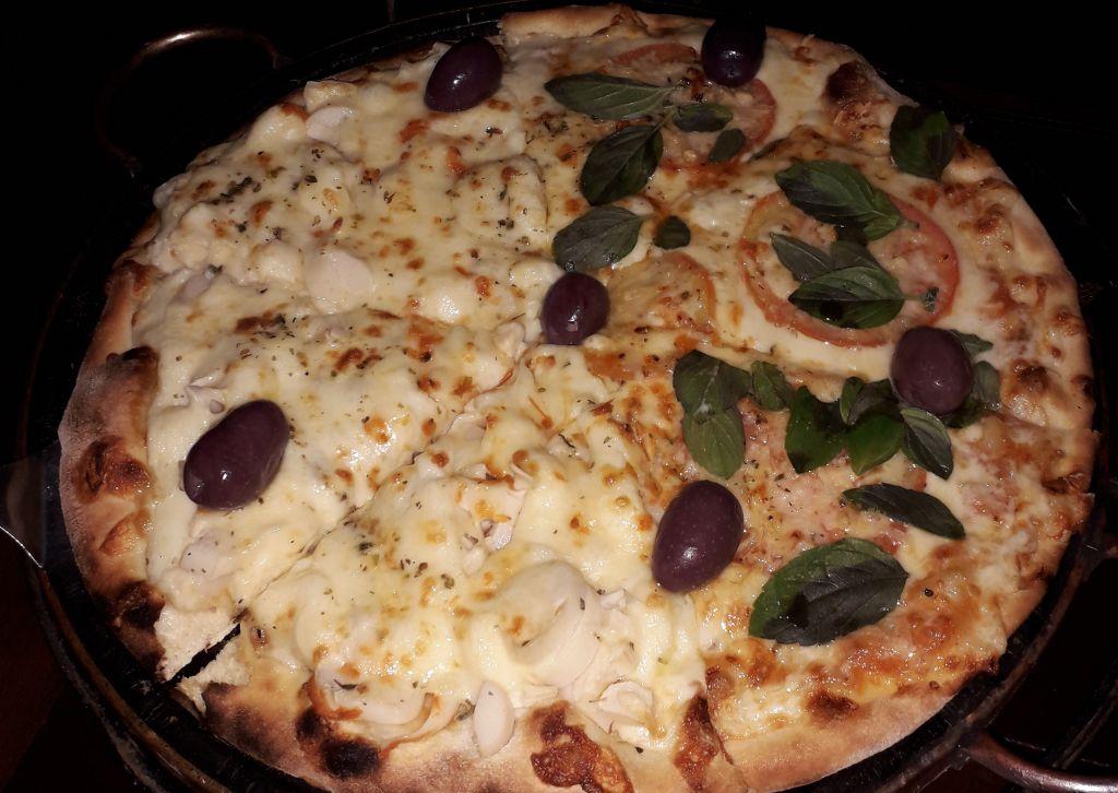 Nápoles serve excelente pizza em Monte Verde