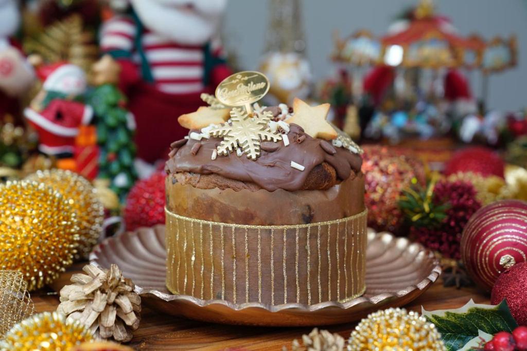 Beca Milano faz venda de panetones e bolos natalinos
