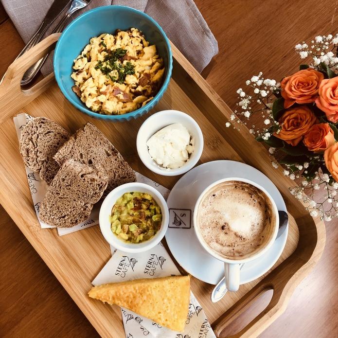 Flagship Sterna lança combos para café da manhã